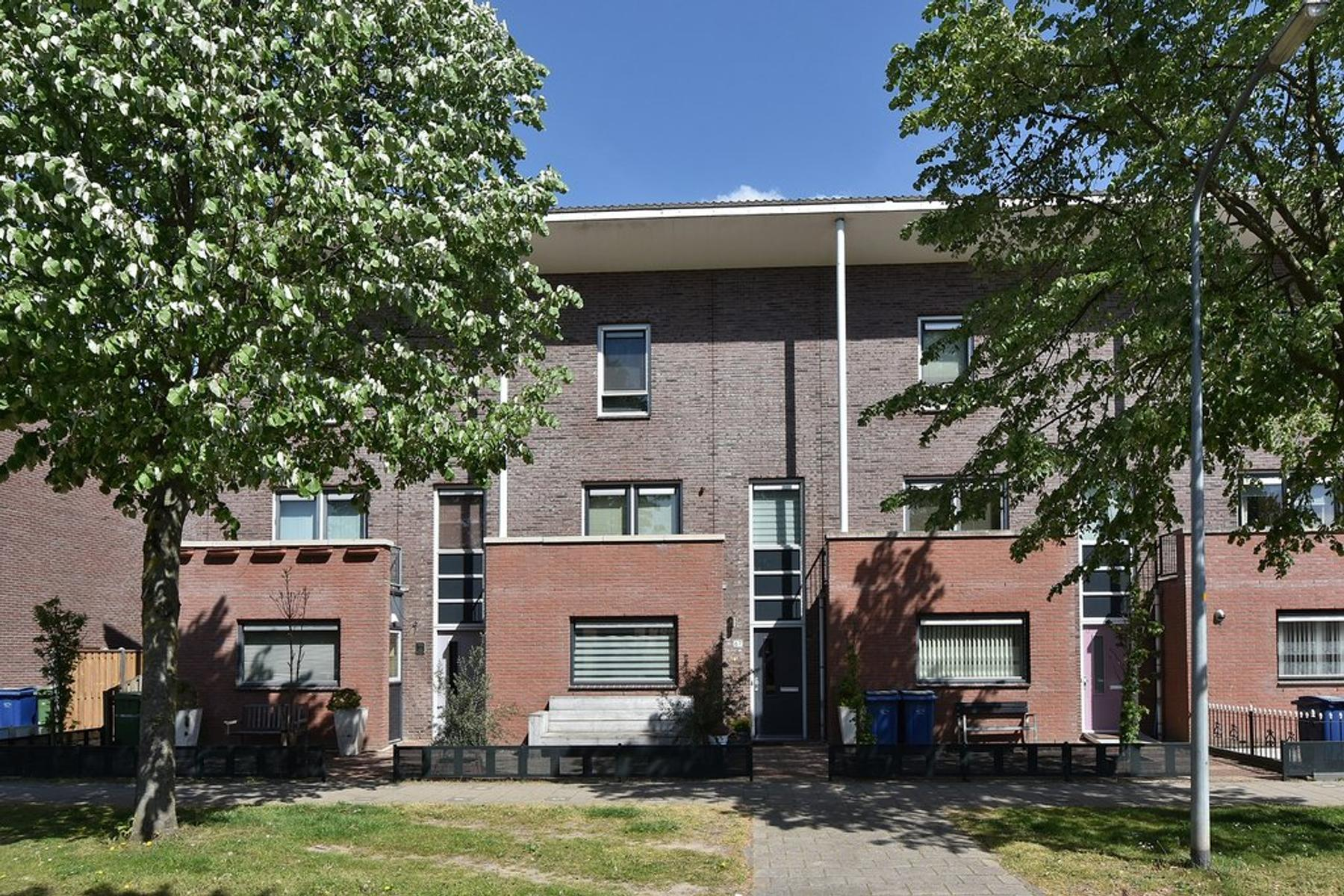 A. Roland Holststraat 67 in Almere 1321 TS