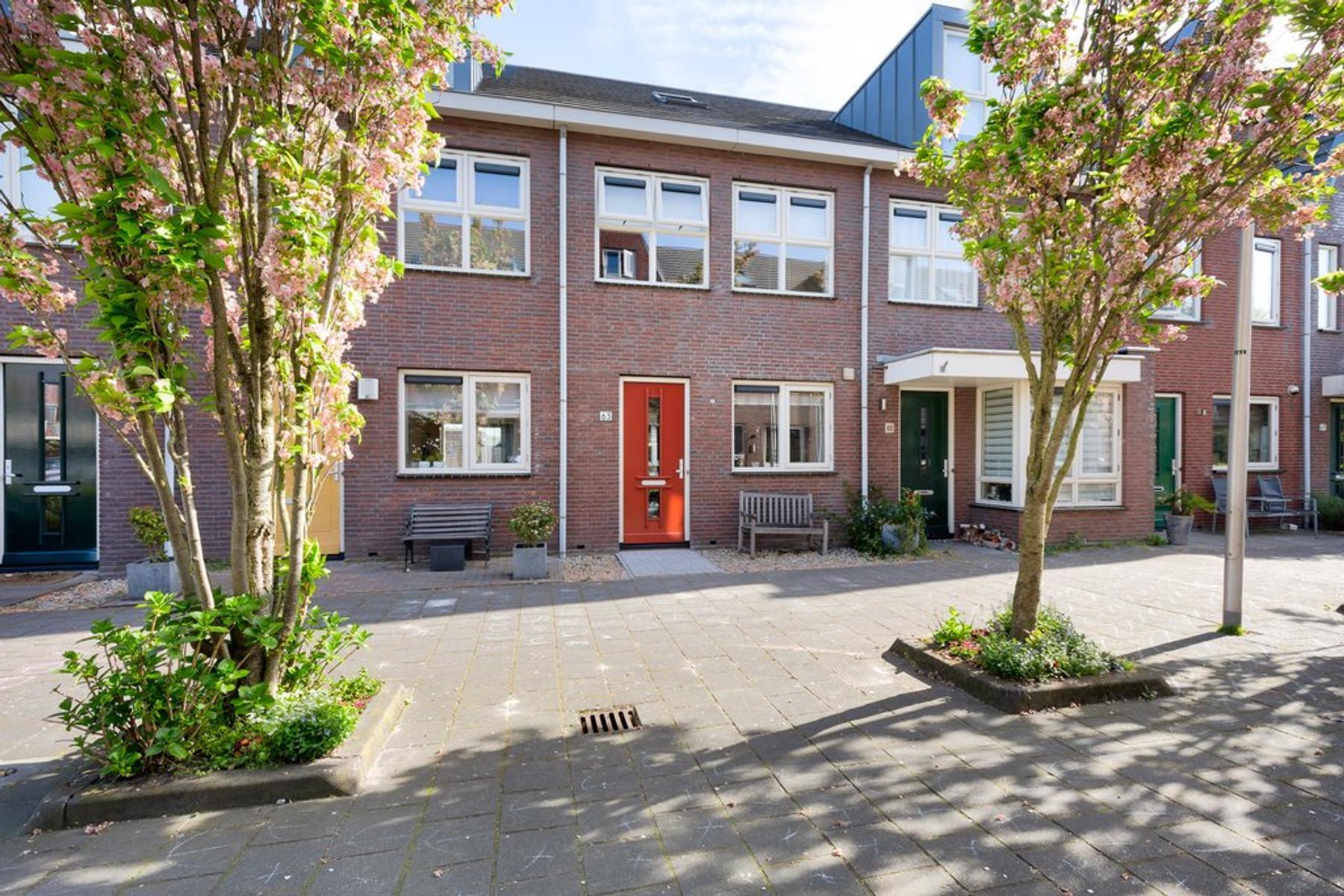 Burgemeester Bracklaan 63 in Reeuwijk 2811 BP