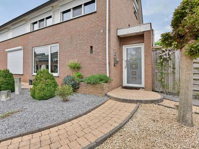 Schout Boutenstraat 43 in Buchten 6122 AS