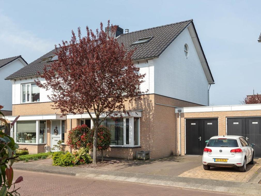 Tuinfluiterstraat 15 in Hengelo 7557 BZ