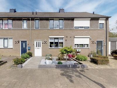 Anton Van Duinkerkenstraat 4 in Raamsdonksveer 4942 DP
