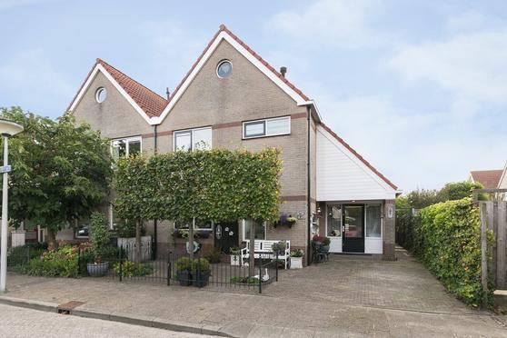 Bellinkstraat 27 in Hellevoetsluis 3223 HS