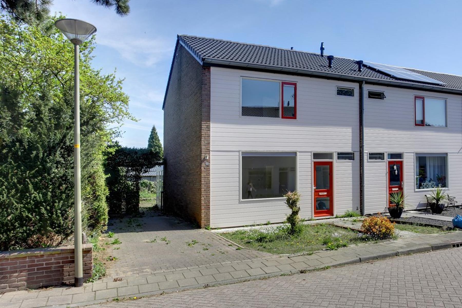 Prins Bernhardstraat 14 in Millingen Aan De Rijn 6566 CB
