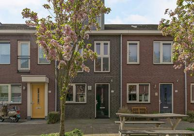 Burgemeester Bracklaan 40 in Reeuwijk 2811 BP
