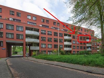 Suze Groenewegplantsoen 66 in Amsterdam 1067 DC