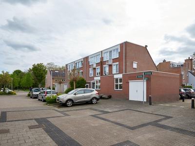 Doornenburg 232 in Alphen Aan Den Rijn 2402 KK