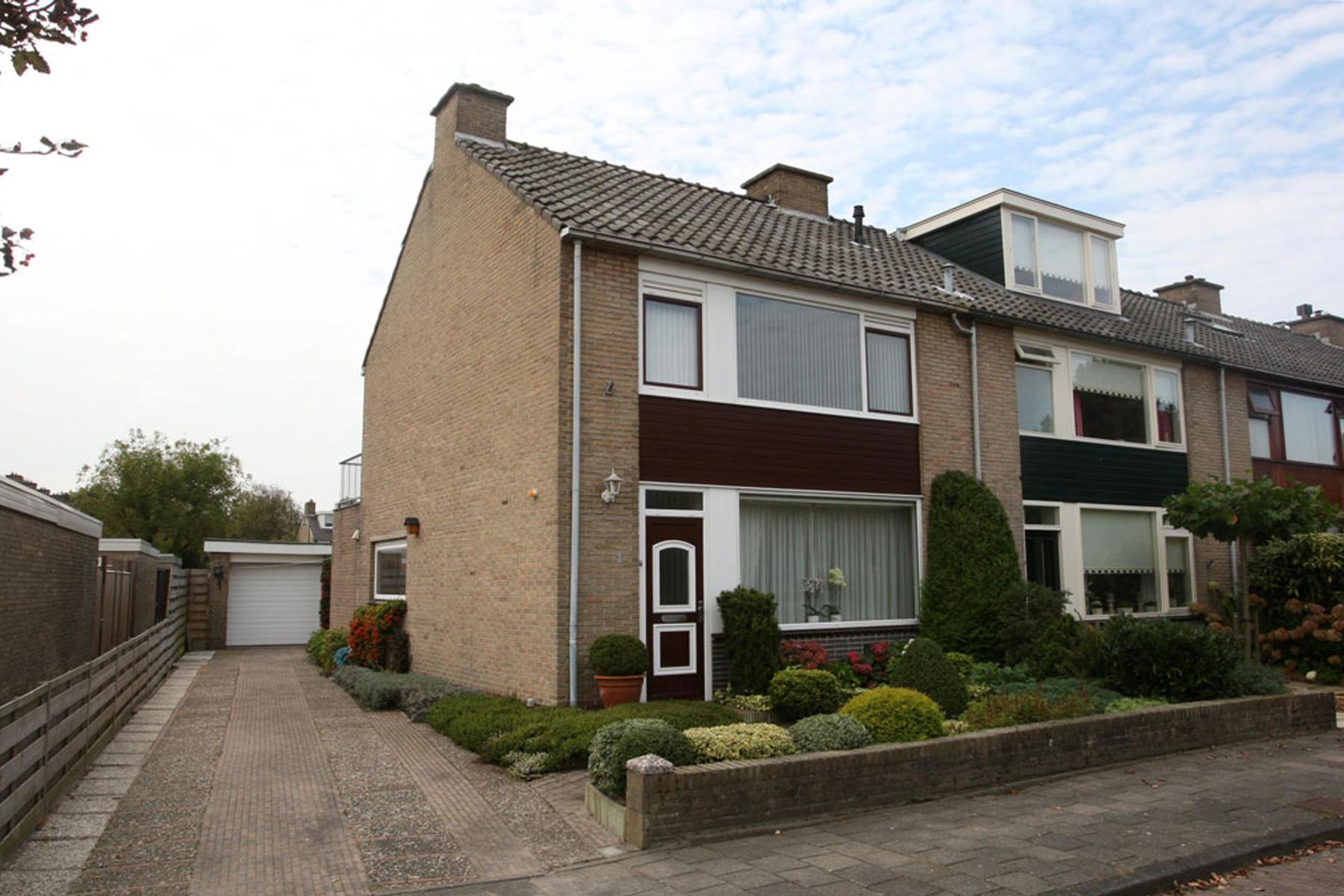 Van Naeltwijckstraat 1 in Wassenaar 2241 JM
