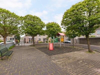 Hugo De Grootlaan 11 in Ridderkerk 2984 GC