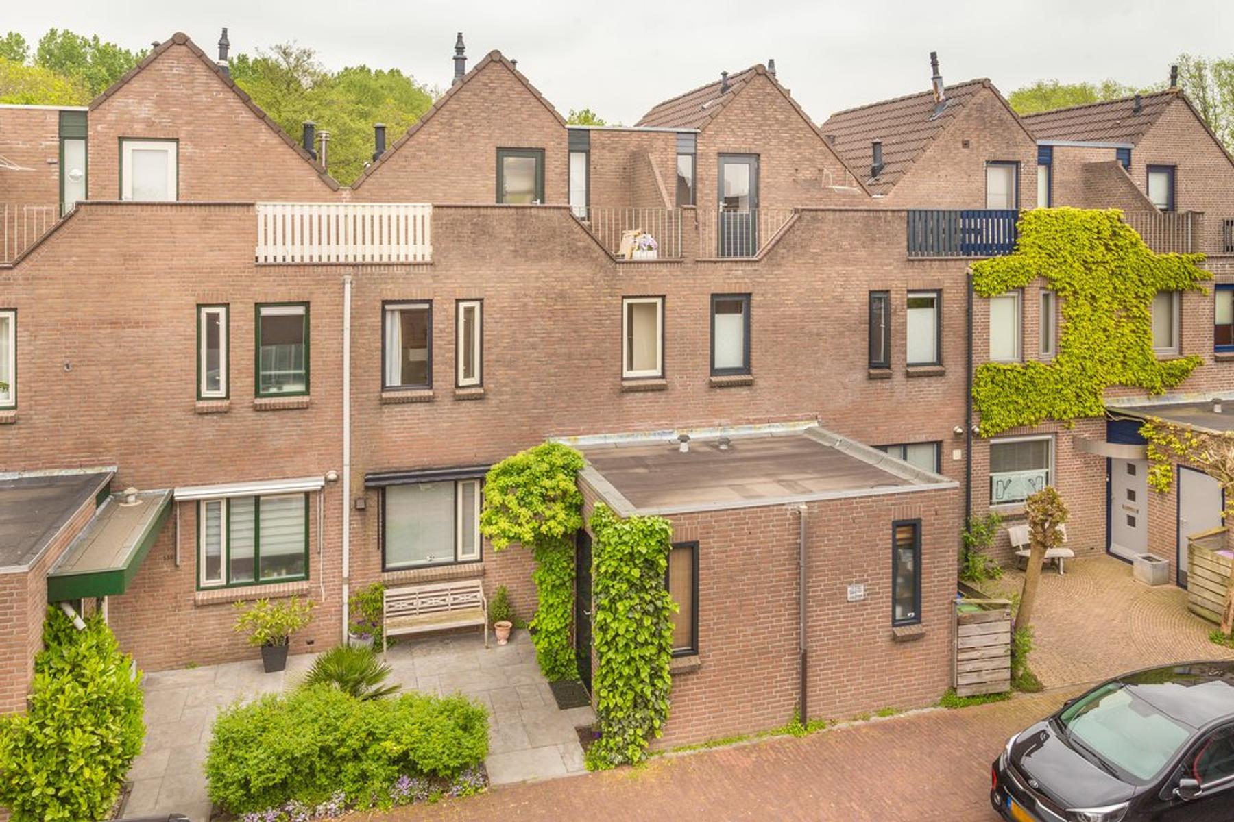 Koraalzwam 141 in Alphen Aan Den Rijn 2403 ST