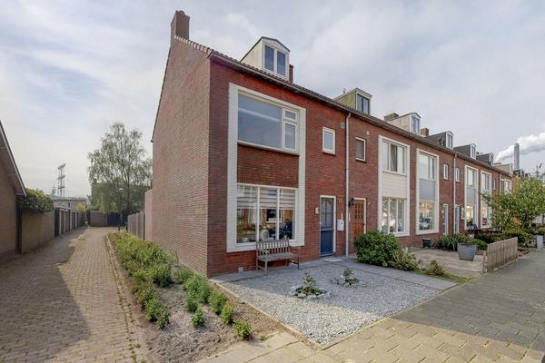 Graaf Willem I Straat 35 in Geertruidenberg 4931 ES