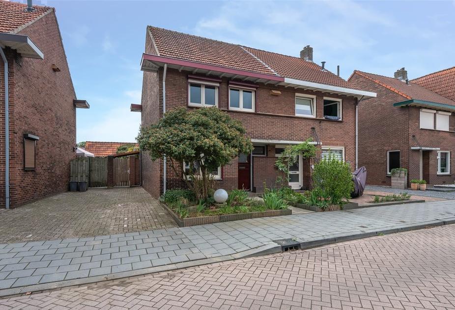 Ariensstraat 28 in Tegelen 5931 HN