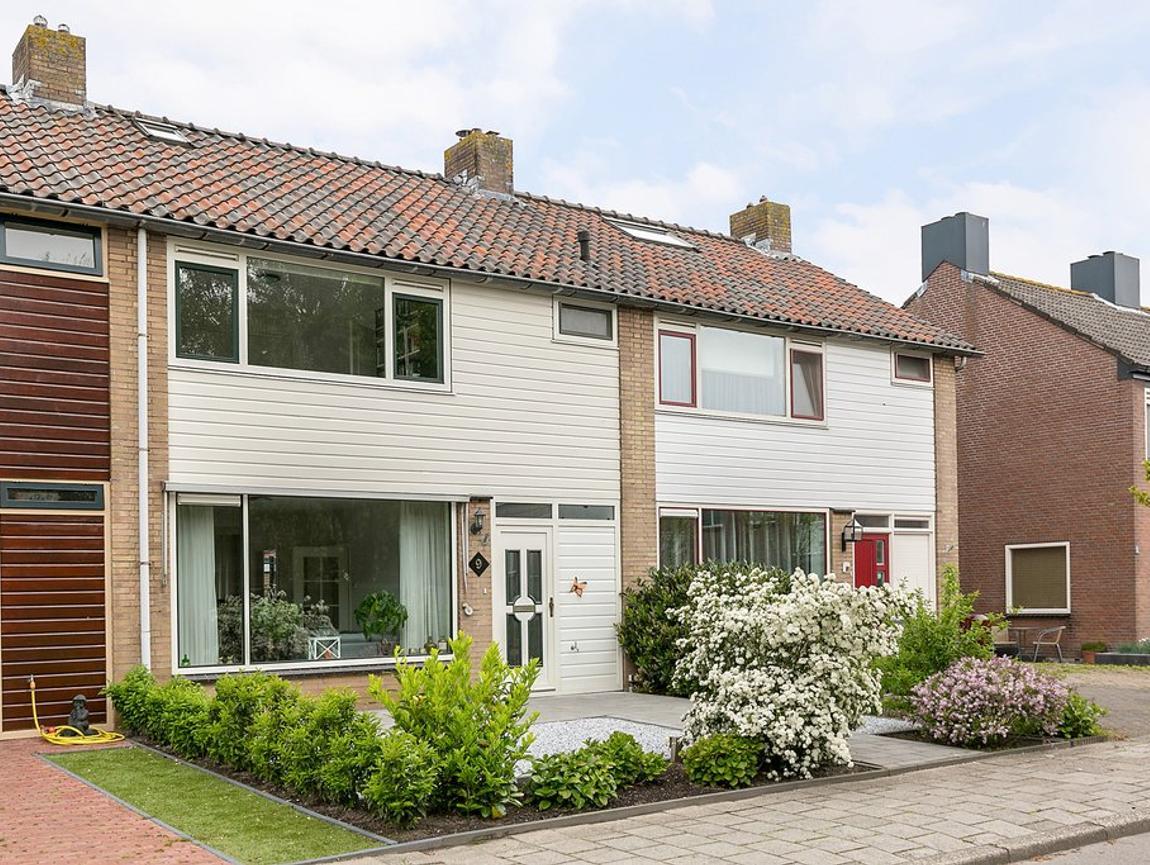 Anemonenstraat 9 in Roelofarendsveen 2371 GM