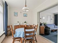Vanuit de keuken is de kamer en suite toegankelijk. De achterkamer is ideaal als eet- of speelkamer en de voorkamer is de zitkamer met een schouw. (mogelijk om hier een kachel te plaatsen)