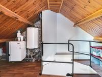 Indeling 2e verdieping:<BR>Via een vaste trap komt u op de voorzolder met de benodigde bergruimte en de opstelling van de c.v.-installatie.<BR>Met de dakkapel is er een riante 3e slaapkamer ontstaan met een novilon vloer, houten plafond en extra bergruimte in de schuine kanten.
