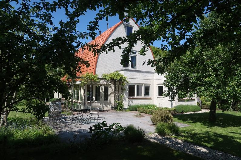 Koningin Wilhelminalaan 2 in Willemstad 4797 BP