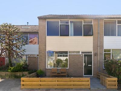 Keizerskroon 173 in Leeuwarden 8935 LP