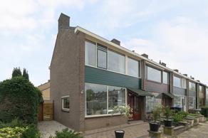 Irisstraat 16 in Spijkenisse 3202 RL