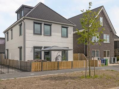 Saturnussingel 8 in Almere 1363 RG