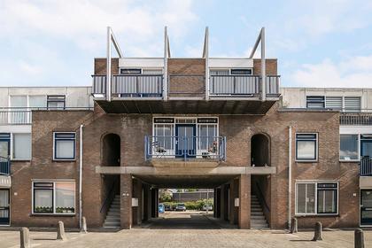 C.H. Moensstraat 11 in Beverwijk 1942 EB