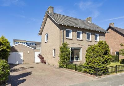 Burgemeester Hoefnagelstraat 8 in Schaijk 5374 GZ