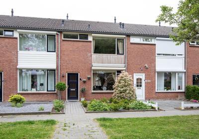 Moorreesstraat 8 in Wijk En Aalburg 4261 BA
