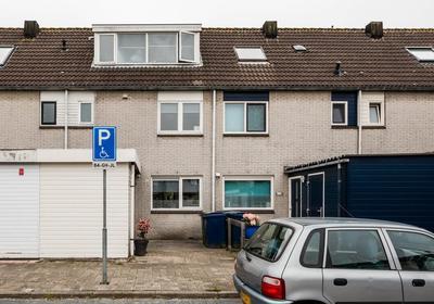 Neerhof 18 in Almere 1316 CV