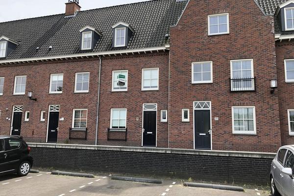 Frederik Hendrik Wal 99 in Geertruidenberg 4931 NK