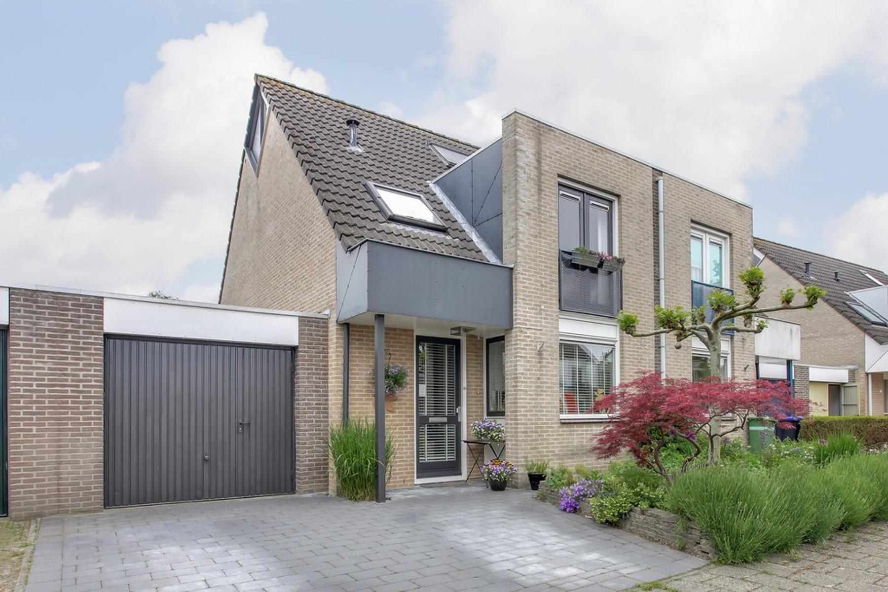 Hazeleger 22 in Zeewolde 3892 WK