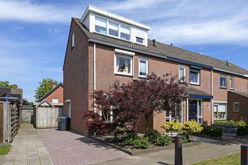 Petuniastraat 2 in Oldebroek 8096 XD