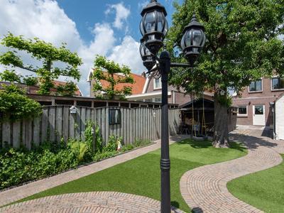 Burgemeester Van Der Lelystraat 15 in Woudrichem 4285 BH