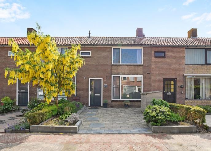 Vermeerstraat 14 in Hazerswoude-Dorp 2391 CV
