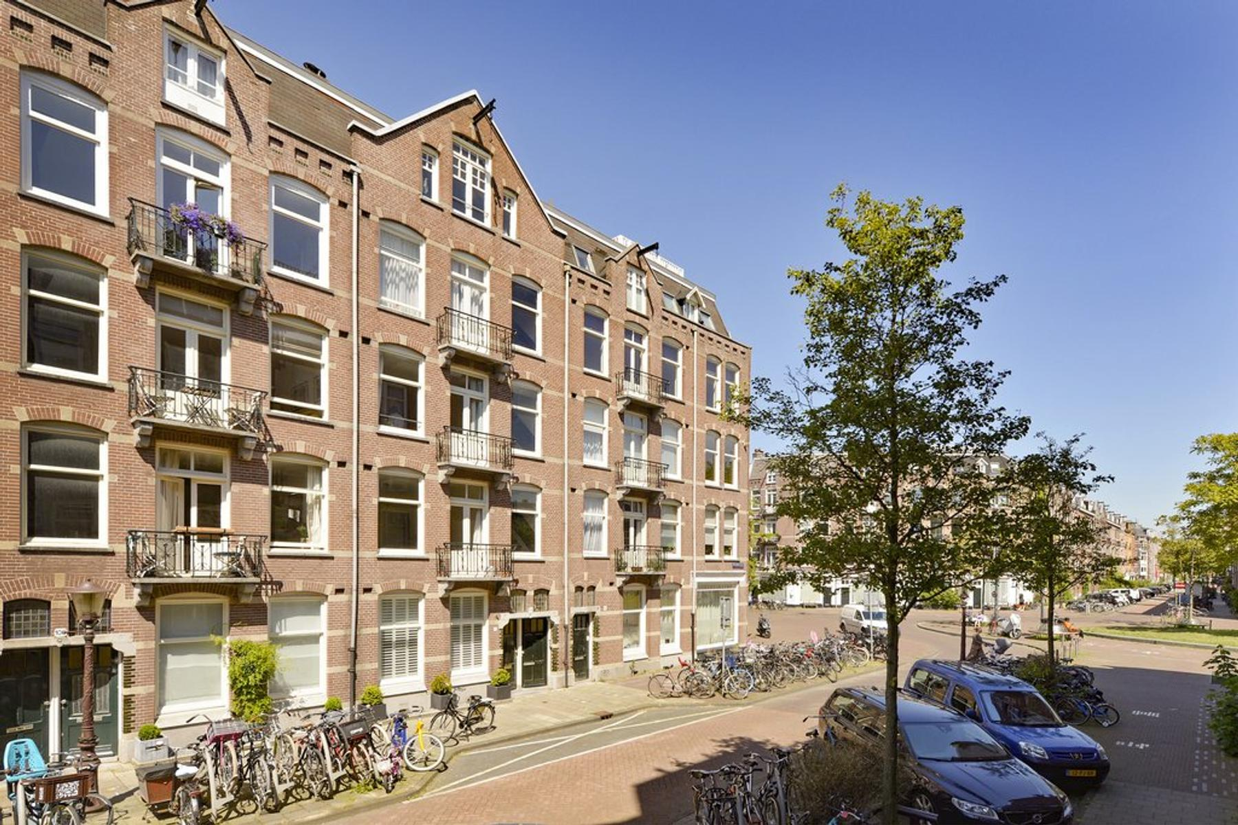 Brederodestraat 104 2 in Amsterdam 1054 VG