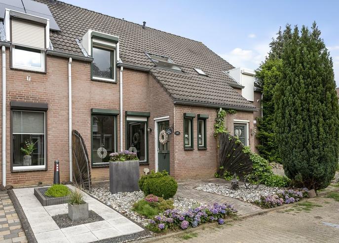 Buizerdhorst 11 in Roermond 6043 RL