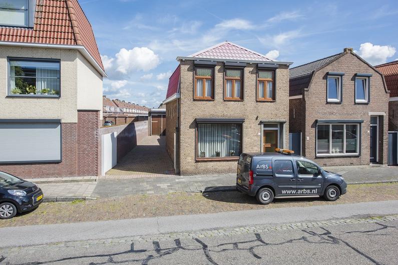 Bredaseweg 13 in Roosendaal 4702 KM