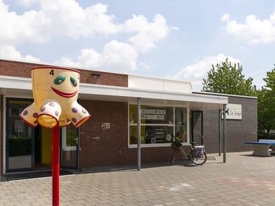 J.H. L.-Van Herwaardenstraat 75 in Meteren 4194 VJ