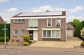 Lijsterbesstraat 8 in Halsteren 4661 WJ