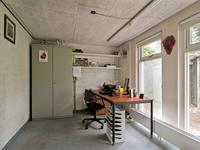 De 3e kamer is momenteel in gebruik als kantoorruimte en voorzien vloerbedekking.