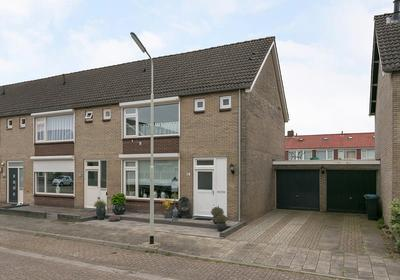 Paus Leo Xiiiestraat 12 in Hoogerheide 4631 EH