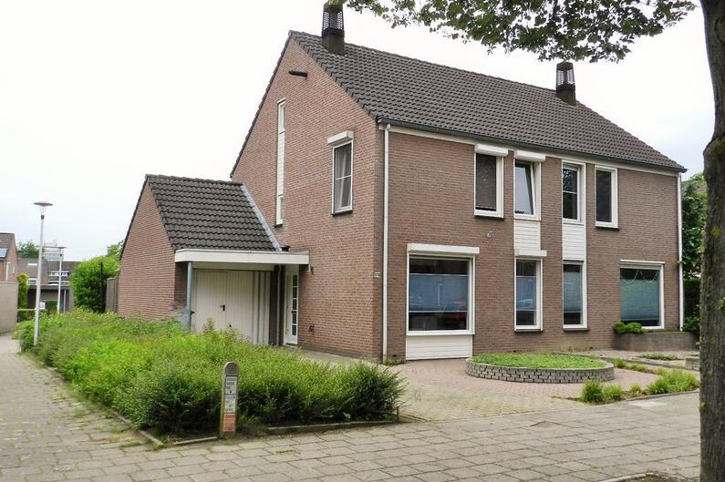Van Weerden Poelmanstraat 178 in Heerlen 6417 ES