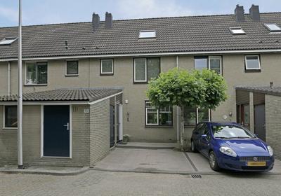 Bernadottestraat 13 in Reeuwijk 2811 SV