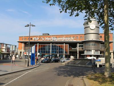 Koninginnenlaan 6 in 'S-Hertogenbosch 5211 WG
