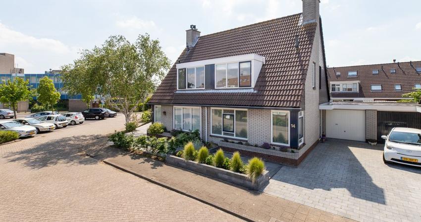 Loevesteinstraat 14 in Hellevoetsluis 3223 GJ
