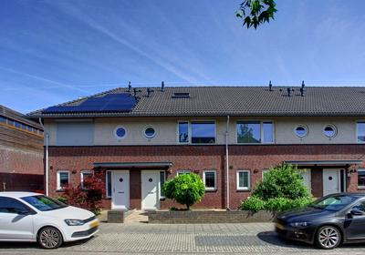 Bloemenstraat 38 in Bemmel 6681 NN