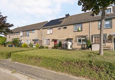 Rijnlaan 3 in Spijkenisse 3207 PE
