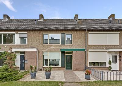 Noordenbos 19 in Geertruidenberg 4931 VA