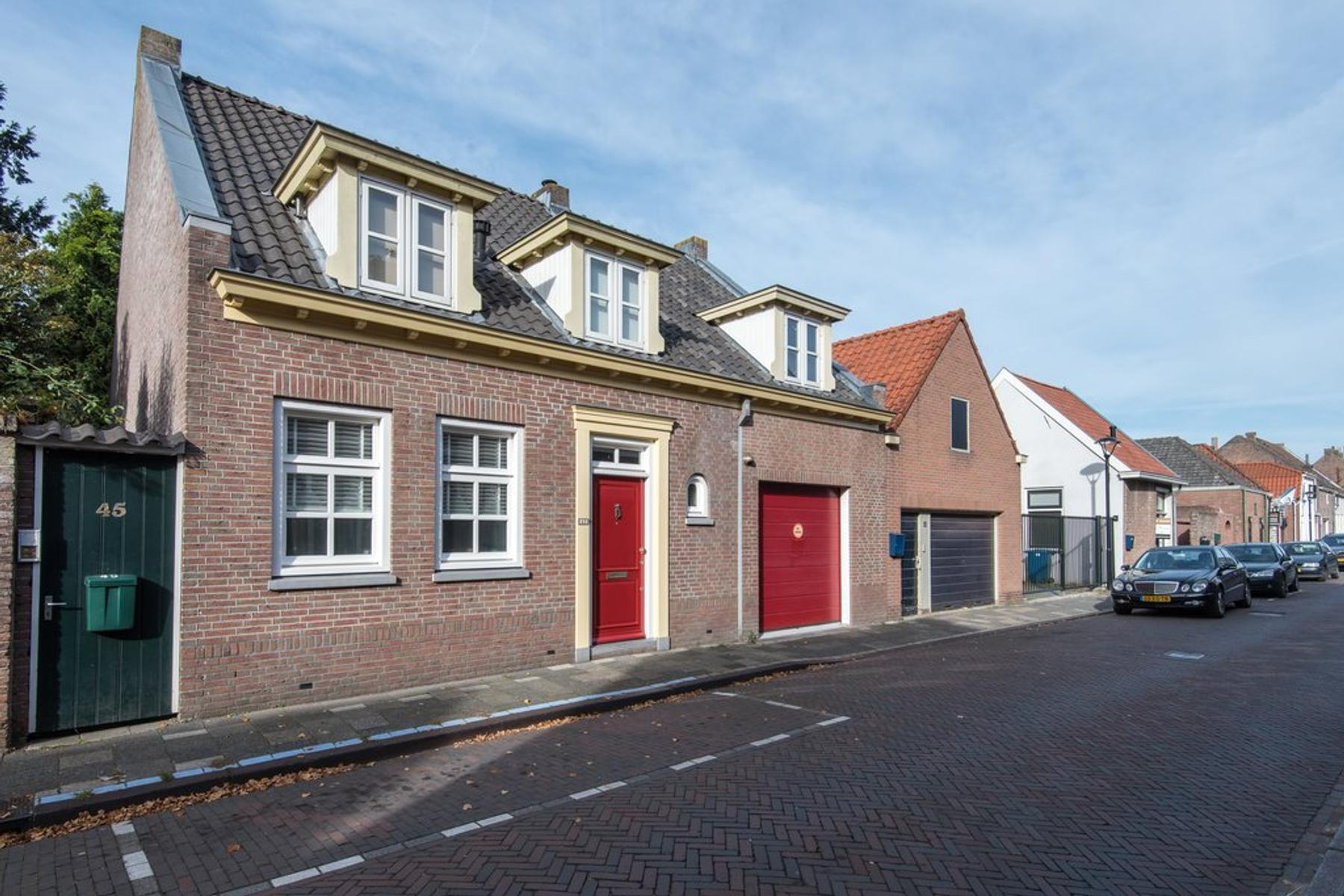 Kerkstraat 43 in Vianen 4132 BD