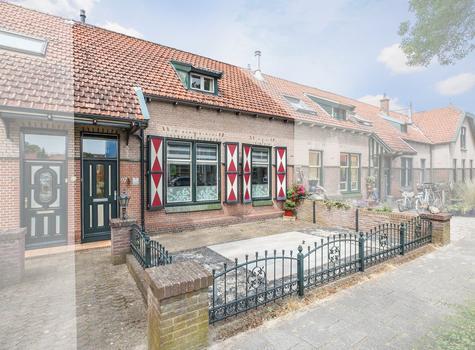 Kerkweg 97 in Lekkerkerk 2941 BJ