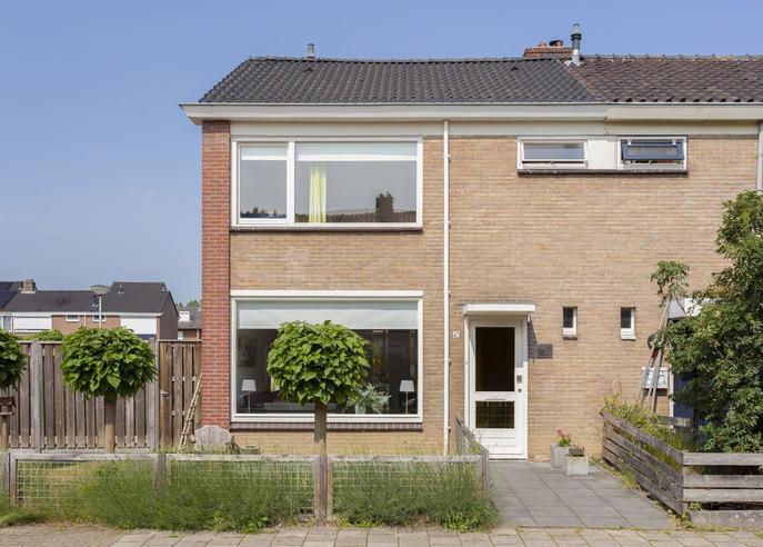 J.J. Van Deinselaan 42 in Almelo 7602 VK