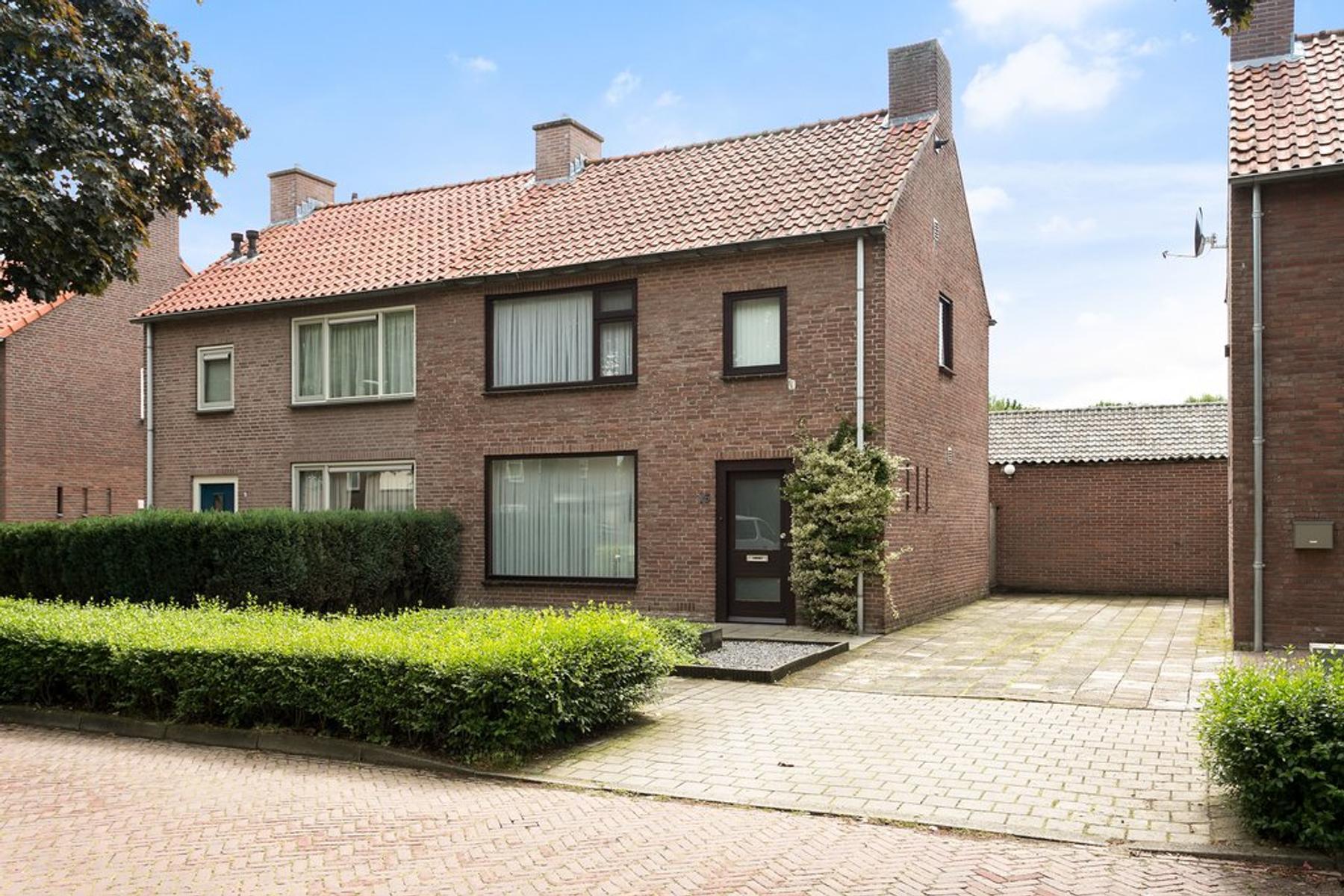 Van Gerwenstraat 16 in Hapert 5527 HD
