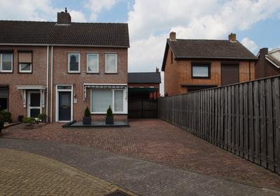 Klaproosstraat 6 in St. Willebrord 4711 HZ